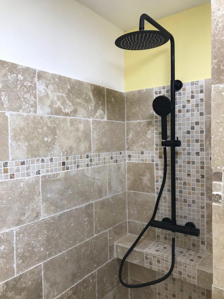 remplacement baignoire par douche à l'italienne sur-élevée